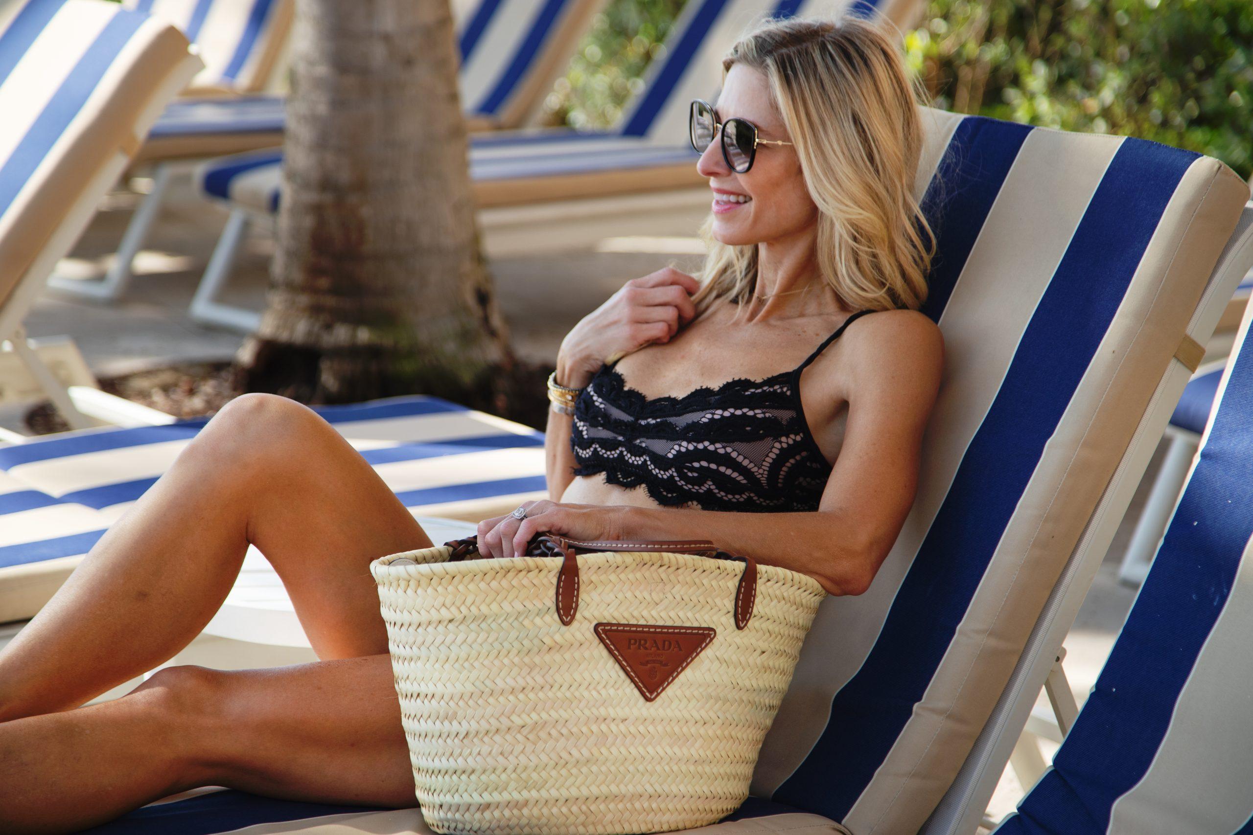 girl with raffia Gucci bag